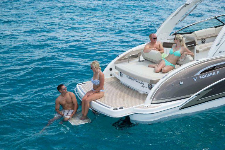 Formula sürat tekneleri serisi konforlu ve çok şık